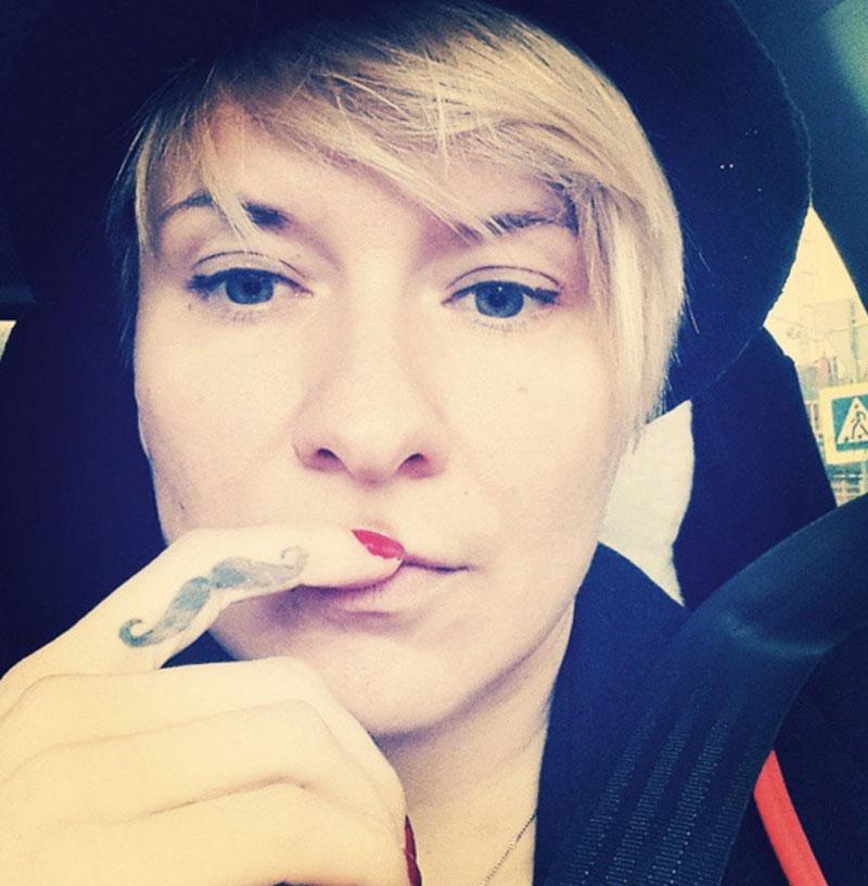 Лера Кристовская с усами