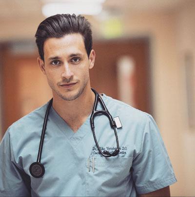 Пять фактов о самом сексуальном враче в мире