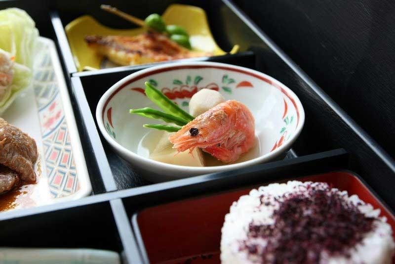 Праздничный обед на третий день пребывания в японском роддоме. Фото: melon-panda.livejournal.com