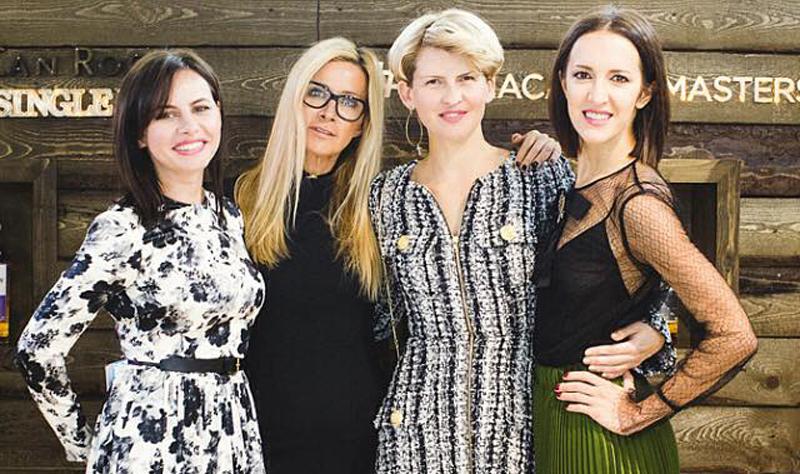 Слева направо Slim Bitches: Оксана Лаврентьева, Ника Белоцерковская, Полина Киценко, Матильда Шнурова.