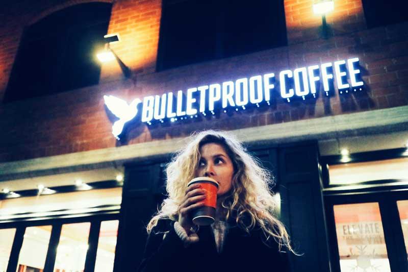 Олена Cilantro в Bulletproof cafe в Лос-Анджелесе