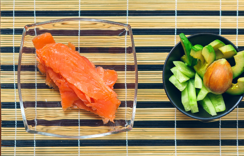 салат с авокадо и рыбой
