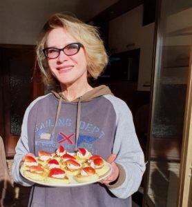 Мама с сырниками из рикотты